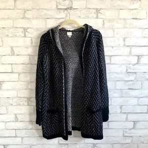 Thick hooded cardigan with front pockets